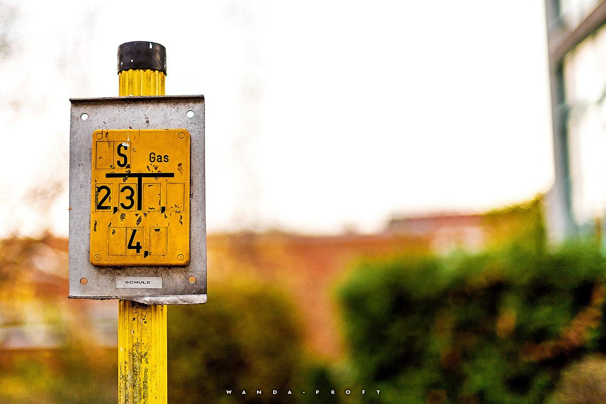 Erdgas-Hinweisschild, Wilhelmsaue 100, Wilmersdorf, Berlin 2018/11/07 © Wanda Proft
